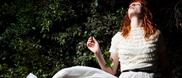 https://worldgaga.files.wordpress.com/2011/11/florence-welch_652x408.png?w=300