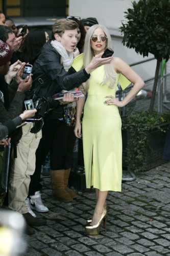 Lady+Gaga+Lady+Gaga+in+Yellow+yGU6qmes982l