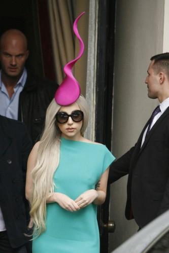 Lady+Gaga+Lady+Gaga+wearing+hat+reminiscent+0rYNX49D_iDl
