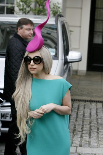 Lady+Gaga+Lady+Gaga+wearing+hat+reminiscent+NIaob2j49V2l