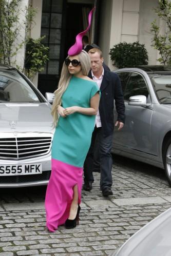 Lady+Gaga+Lady+Gaga+wearing+hat+reminiscent+uX7R5VJMZW_l