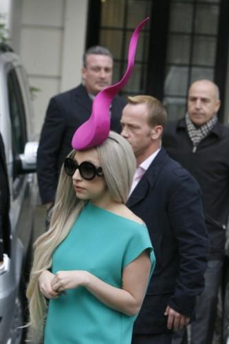 Lady+Gaga+Lady+Gaga+wearing+hat+reminiscent+VM8lvrA-K5Dl