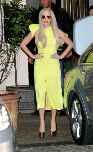 Lady+Gaga+lemon+yellow+Lady+Gaga+greets+fans+2rmYVGj22gNl