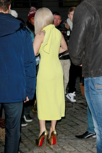 Lady+Gaga+lemon+yellow+Lady+Gaga+greets+fans+h3yrrJxMvQul