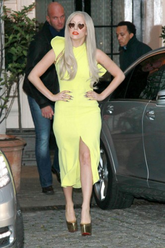 Lady+Gaga+lemon+yellow+Lady+Gaga+greets+fans+K0URPwaVGW8l