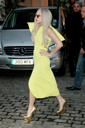 Lady+Gaga+lemon+yellow+Lady+Gaga+greets+fans+N40HDYJoyRtl