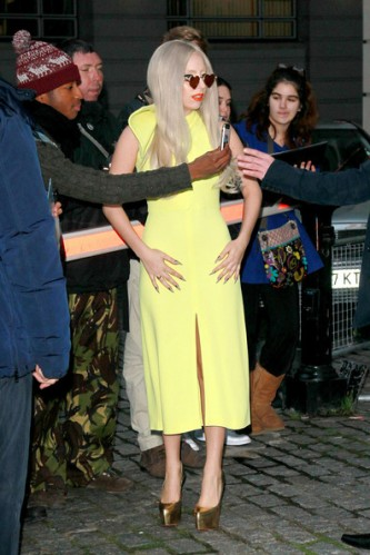 Lady+Gaga+lemon+yellow+Lady+Gaga+greets+fans+nK2WVhrQU8Rl