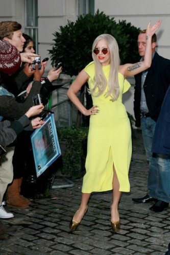Lady+Gaga+lemon+yellow+Lady+Gaga+greets+fans+ux9Qw-t1zgel